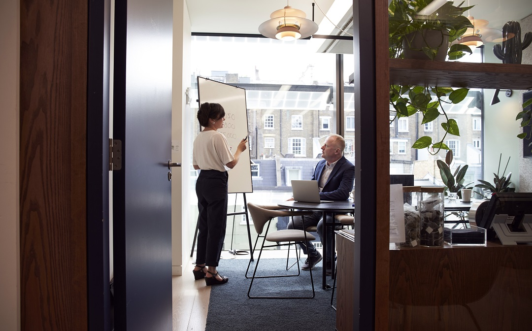 One on One Meeting – A Complete Guide With Benefits and Examples
