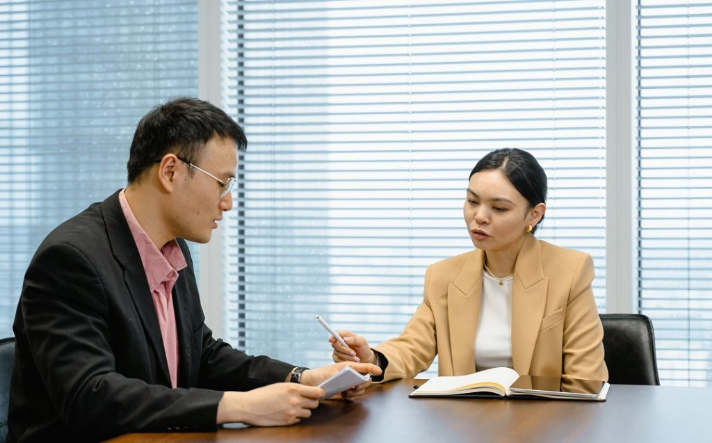 One on One Meeting – Why is Critically Important & List of 12 Benefits